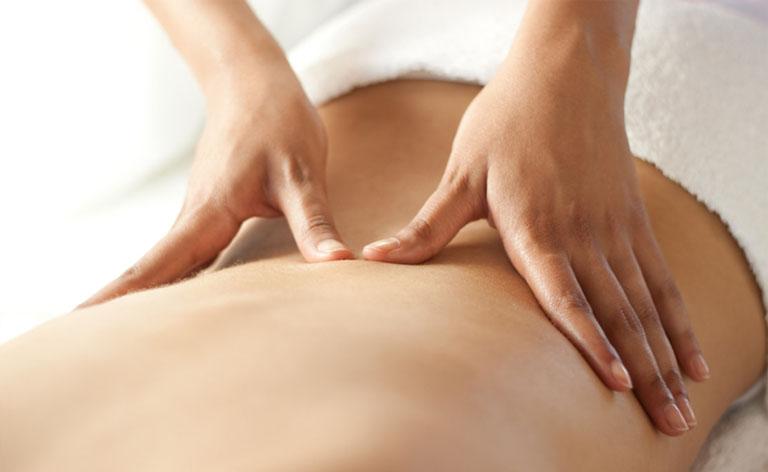 Kết hợp massage thắt lưng giúp tăng tuần hoàn máu và mang lại hiệu quả hỗ trợ điều trị bệnh