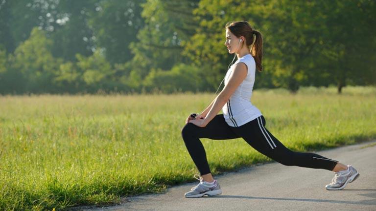 Tập thể dục thể thao giúp cải thiện độ linh hoạt của xương khớp và phòng ngừa căn bệnh này