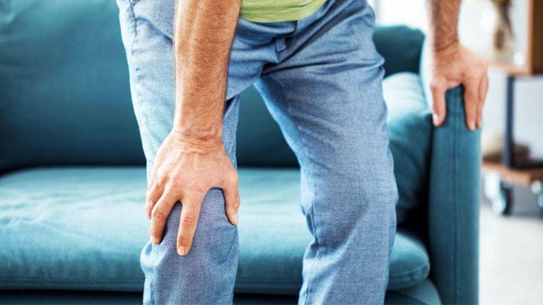 Dùng thuốc giảm đau chữa tràn dịch khớp gối giúp người bệnh có thể vận động dễ dàng hơn