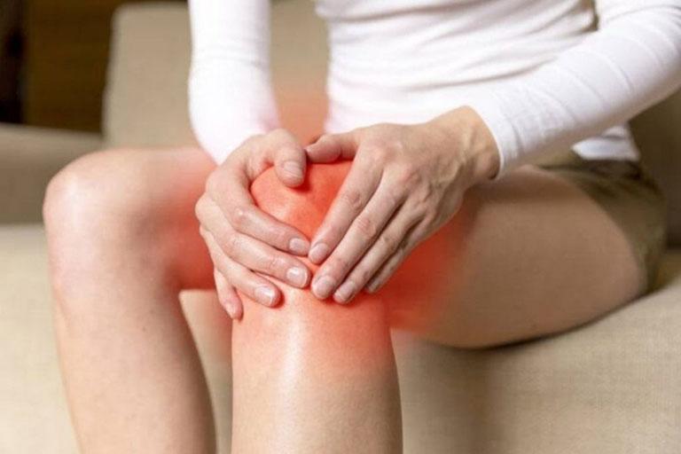 Bệnh gây tổn thương đến các khớp lớn trên cơ thể khiến khả năng vận động của người bệnh bị hạn chế