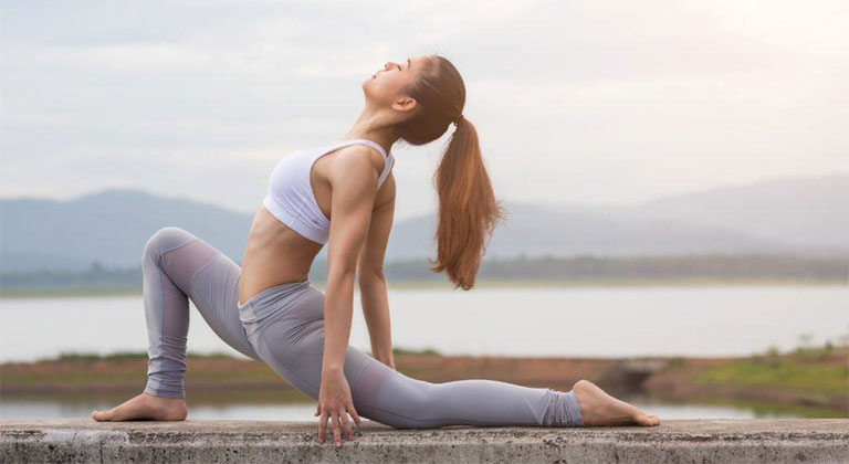 Yoga là bộ môn thể thao được chuyên gia khuyến khích người bị thoái hóa cột sống nên tập luyện