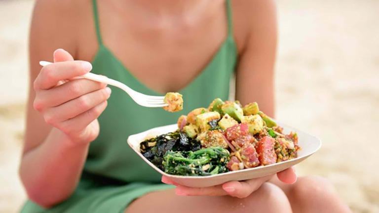 Hình thành thói quen ăn uống khoa học và bổ sung đầy đủ dưỡng chất cho cơ thể khi bị đau lưng