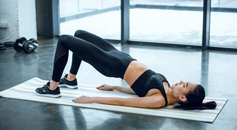 Cải thiện tình trạng đau nhức lừng bằng bài tập đẩy hông tại nhà