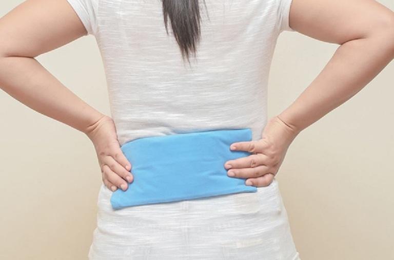 cách chữa đau lưng tại nhà bằng chườm lạnh