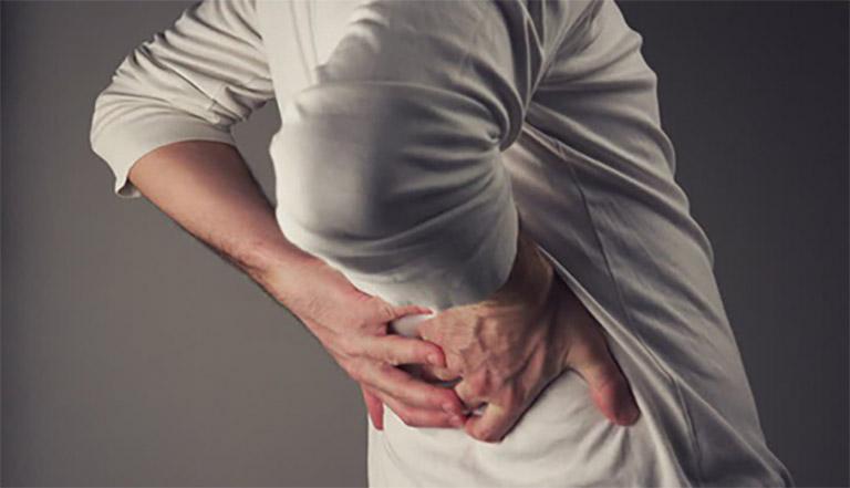 Đau lưng là triệu chứng xảy ra khá phổ biến do tác động của nhiều nguyên nhân khác nhau