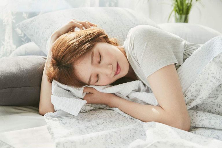 Nên dành nhiều thời gian để nghĩ ngơi khi bị đau bụng dưới và đau lưng để giảm nhẹ tình trạng đau nhức