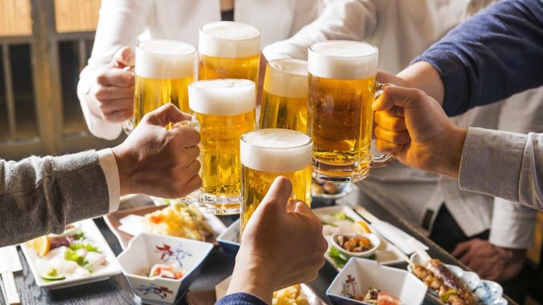 Đồ uống có chứa cồn khiến tình trạng mề đay nghiêm trọng hơn